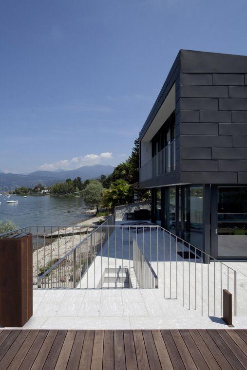 Casa sul lago maggiore italie by architetti forni e for Architecture zinc
