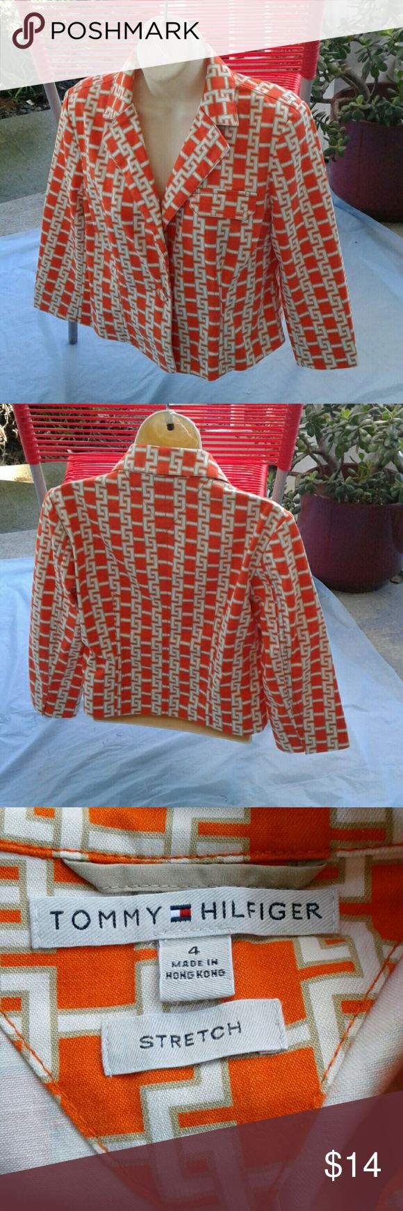TOMMY HILFIGER WOMEN'S GEO LINKS PRINT  BLAZER PRETTY BLEND OF ORANGE, OFF WHITE, WITH GOLD GIVE THIS TOMMY HILFIGER STRETCH LINK JACKET GLAMOUR,.  ONE BUTTON CLOSURE, TAILORED FIT, COTTON BLEND, GREAT PRE-LOVED CONDITION Tommy Hilfiger Jackets & Coats Blazers
