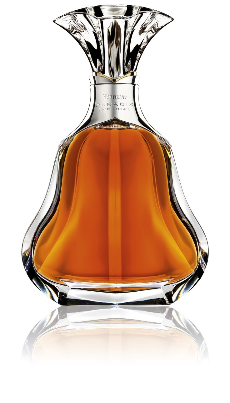 Wordwide shipping directly from France | Hennessy Paradis Imperial is a blend of 19th and 20th century eaux-de-vie. Master blender Yann Fillioux revives a blend for the Russian royals