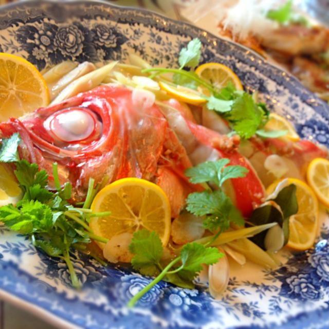 昨日はレッスンとかっさのトリートメントにメイスイさんがお義母様と来てくださいました  タイで学んで来てからよく作るお料理です。金目鯛はタイランドでは見かけませんが小田原では大漁でラッキー✨ お料理上手なメイスイさんですがシェアさせて頂けてよかった。。   メイスイさん、お母様、一段とお綺麗でお話も楽しくて ありがとうございました✨  明日は頑張ってください - 150件のもぐもぐ - 金目鯛のレモン蒸し by ucoparche