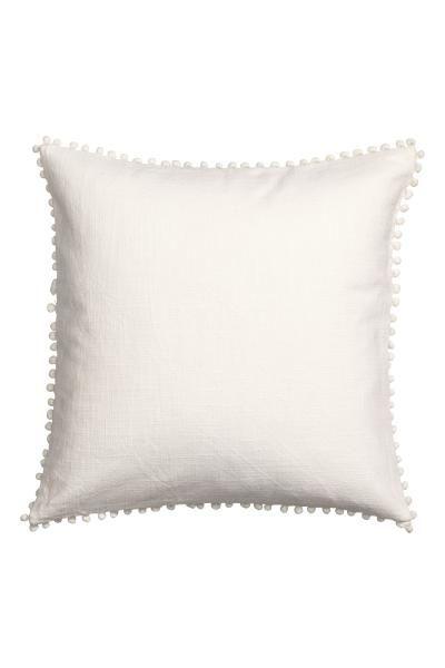 ❤️❤️❤️ h&m home Housse de coussin avec pompons: Housse de coussin en coton tissé avec galon pompon sur les côtés. Fermeture à glissière dissimulée.
