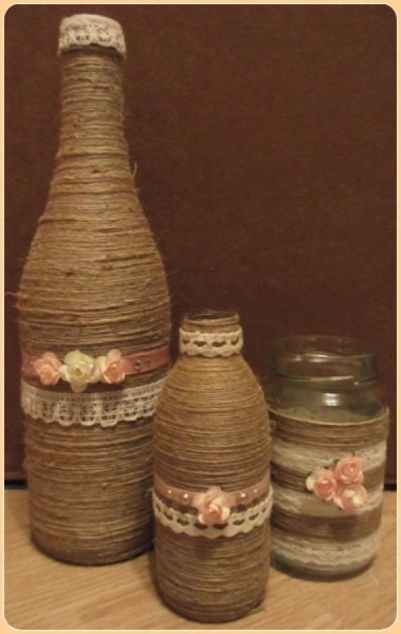 fles, pot of glas omwikkelen met henneptouw (Hema) vastplakken met gewone hobbylijm verder versieren met roosjes, kant, knopen of andere versierseltjes.