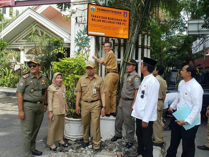 pemasangan plang tanda penunggak pajak di wilayah kecamatan Tambora tgl 31 Oktober 2016