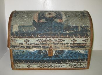 18th-early 19th century wallpaper traveling trunk or hat box