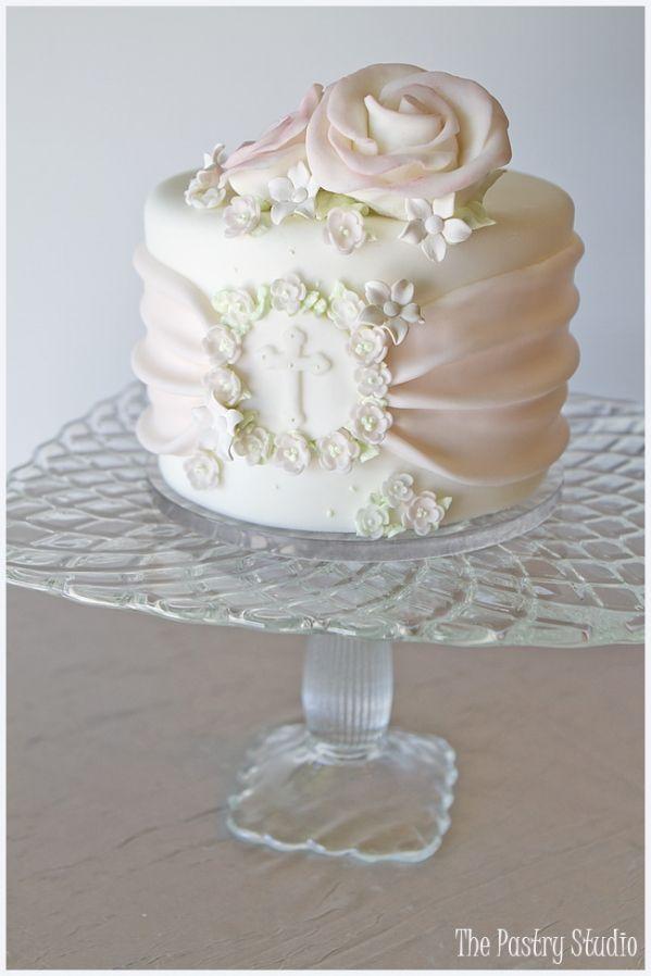 Best Cake Decorating Book Ever! http://www.amazon.com/gp/product/143918352X/ref=as_li_tl?ie=UTF8&camp=211189&creative=373489&creativeASIN=143918352X&link_code=as3&tag=alejanguerre-20&linkId=XJTFX462YWMZO4ZB - Christian inspired #WeddingCake