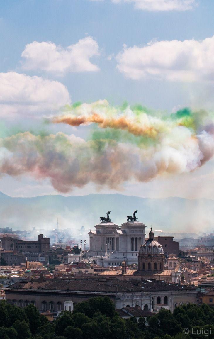 Festa della Repubblica, 2 Giugno, le Frecce Tricolori sorvolano Roma