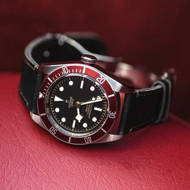 The burgundy red Tudor Black Bay fitted on its leather strap