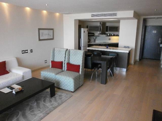 Open-plan kitchen/lounge