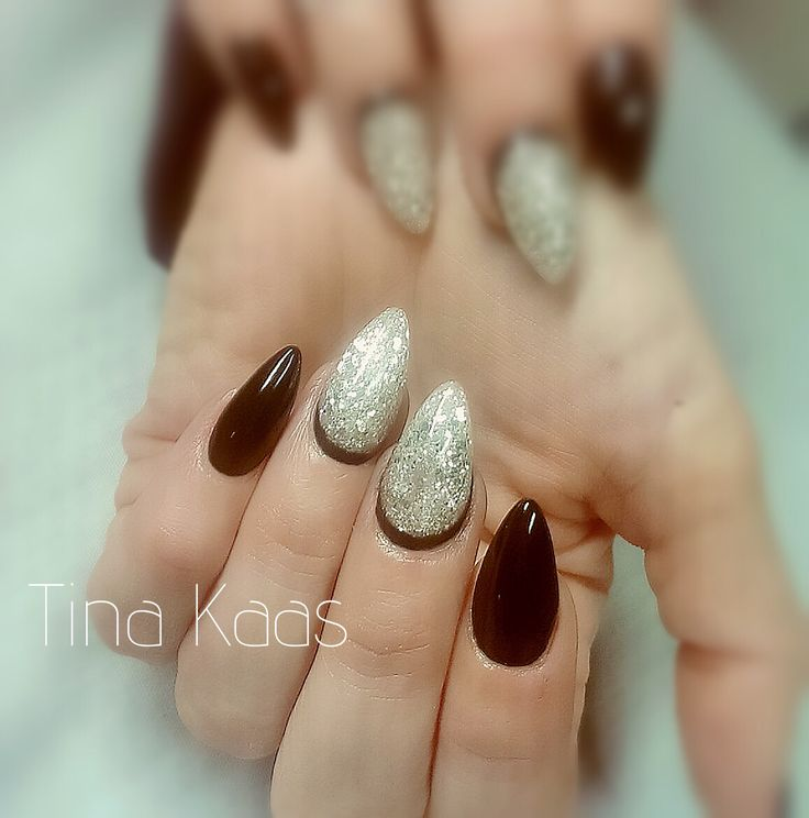 Akryl negle med sort gelpolish. Elsker at arbejde med gelpolish fra Nail4you.dk, de har en god konsistens og flyder godt ud så man undgår striber
