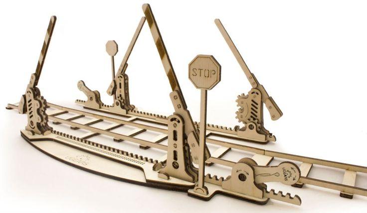 Ugears 3D mechanické puzzle Koleje se závorami