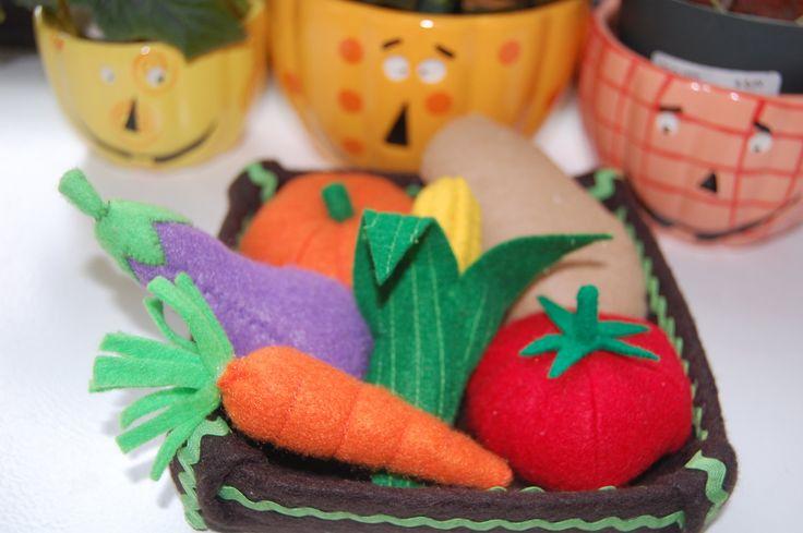 Games to play for kids vegetables play foods, felt food play, vegetables list, eggplant, corn, organic tomato, potato, carrot, pumpkin. $20.00, via Etsy.