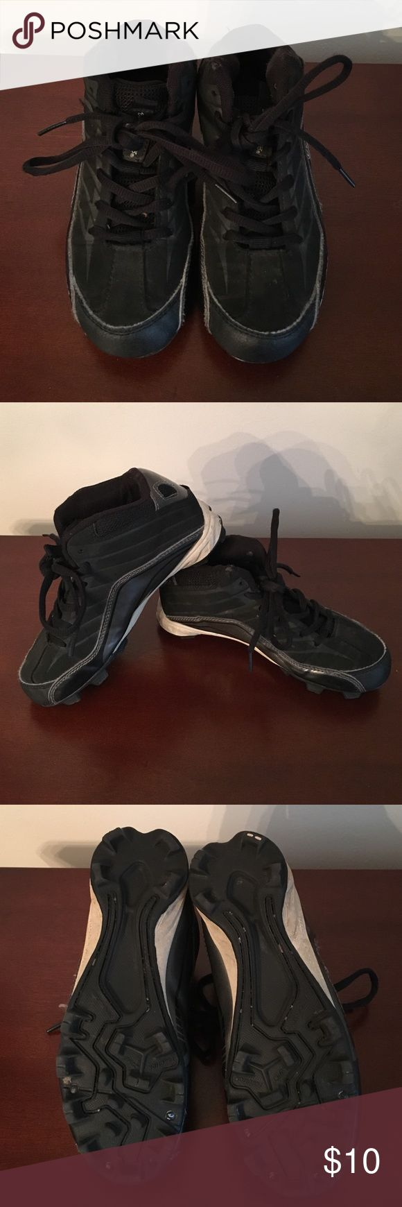 ⚾️Kids Baseball/Softball Cleats⚾️ Excellent condition Unisex Rawlings kids cleats.  Worn for one season of softball.  One small worn spot on left shoe (see picture).  Lots of life left in these! Rawlings Shoes Sneakers