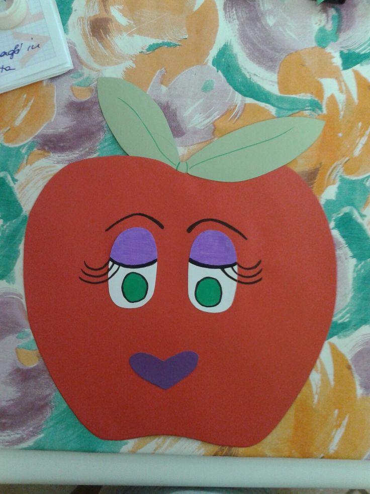 Mela in cartoncino vanti retro per decorazione corridoio mensa scuola materna. ...progetto cibo