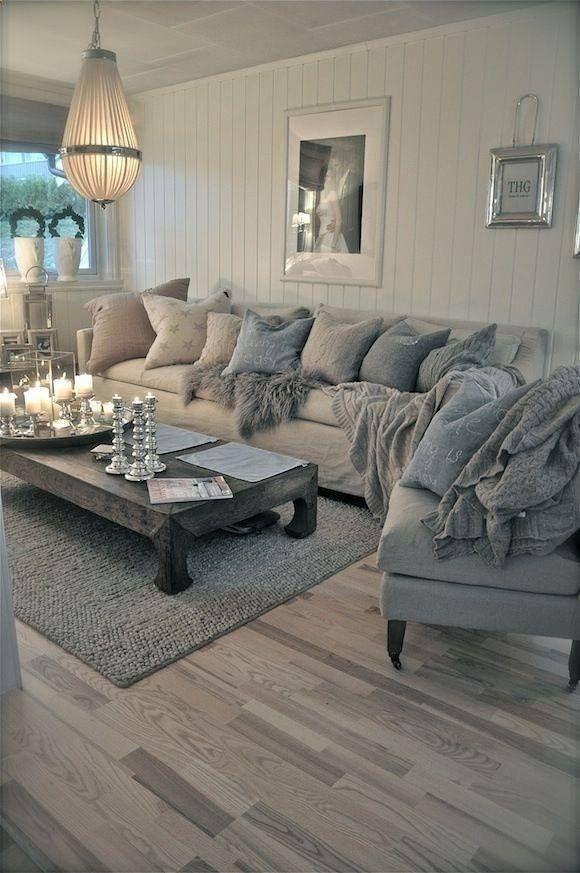 Nice  cozy living room, love this room.