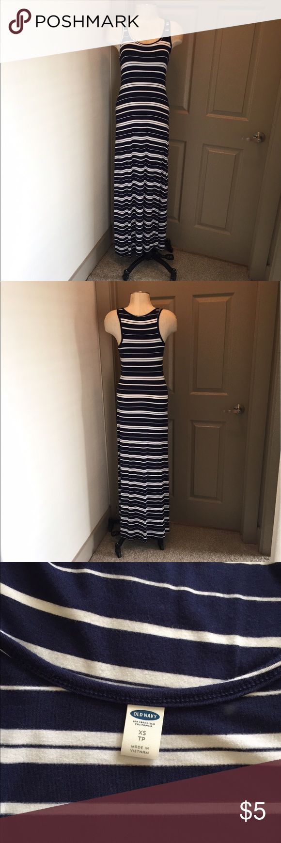 Old Navy maxi dress Old Navy maxi dress, good condition. Super soft and well loved. Old Navy Dresses Maxi