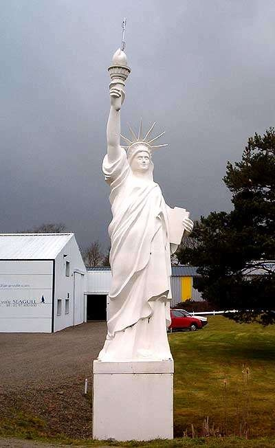 Statue of Liberty  Mini Statue of Liberty on the N165 between Vannes and Auray    http://brittany.angloinfo.com/#