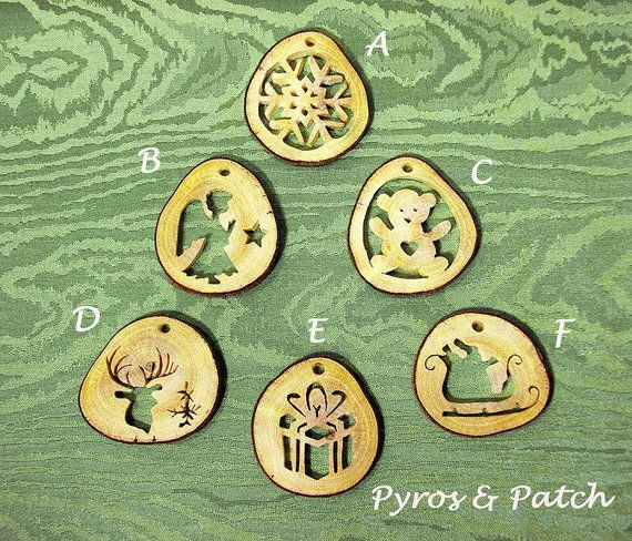 Christmas ornamental pendants hand-fretwork carob di PyrosePatch