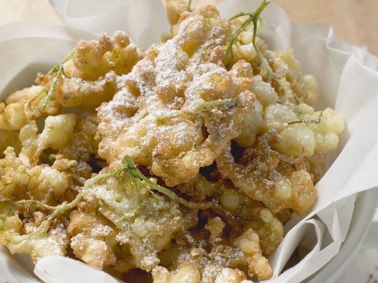 Frittierte Holunderblüten | http://eatsmarter.de/rezepte/frittierte-holunderblueten