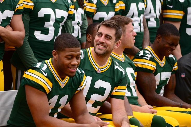 Packers pose for 2014 team photos