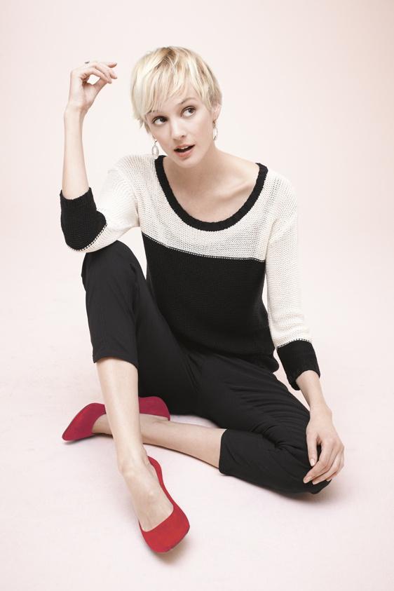Black and white needs a pop of colour! / Le noir et blanc avec un pop de couleur! #reitmans #b #black #white #noir #blanc