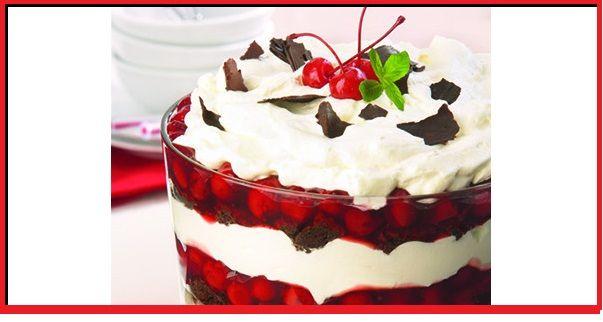 Dans un grand bol ou une coupe de service en verre, disposer en étages la crème anglaise, les cubes de gâteau, la garniture aux cerises et la crème fouettée. Répéter cette opération jusqu'à ce que le contenant soit plein, en terminant avec la crème fouettée...