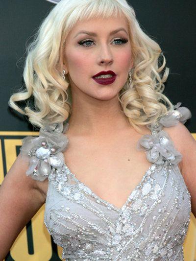 Christina Aguilera mit Korkenzieherlocken und Pony