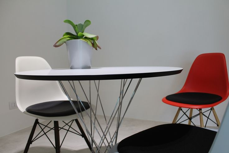 Waiting Area - Chairs and Table Vitra