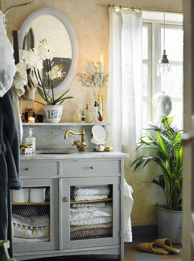 Ванная в цветах: серый, светло-серый, белый, бежевый.