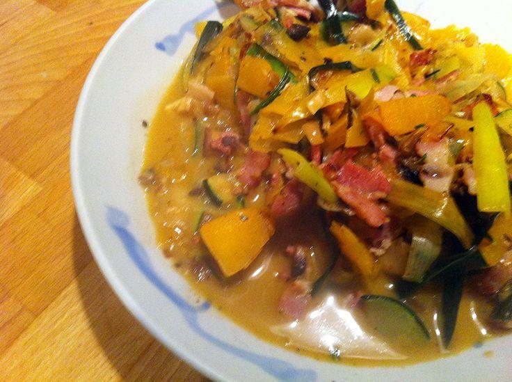 Empty the fridge recept voor paleo groenten pasta met courgette, pompoen en spek