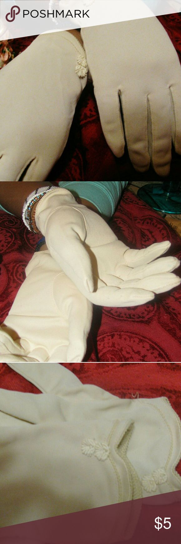 Wrist vintage Ladies gloves Cream wrist gloves for med hands, flower with lace edge stitches Accessories Gloves & Mittens