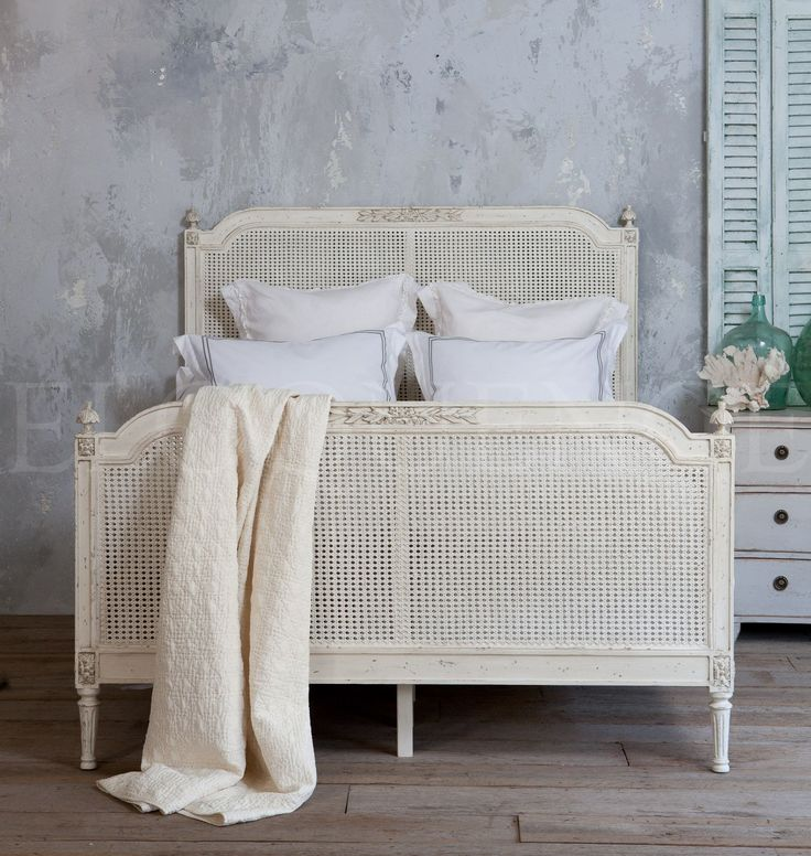 This beautiful antique reproduction bed gives a oneofa