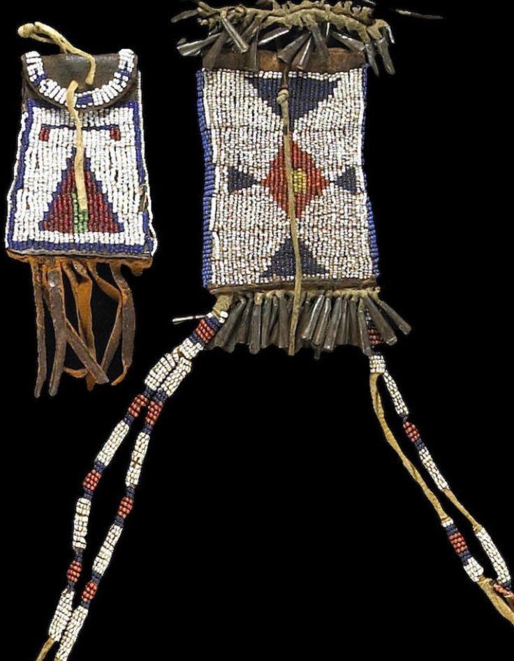 """Две сумочки, принадлежали """"Wagon Museum, Mabton, Washington"""" до 1965 года. Из коллекции James C. Garner и Beatrice Medicine, Южная Калифорния. Bonhams, июнь 2007."""