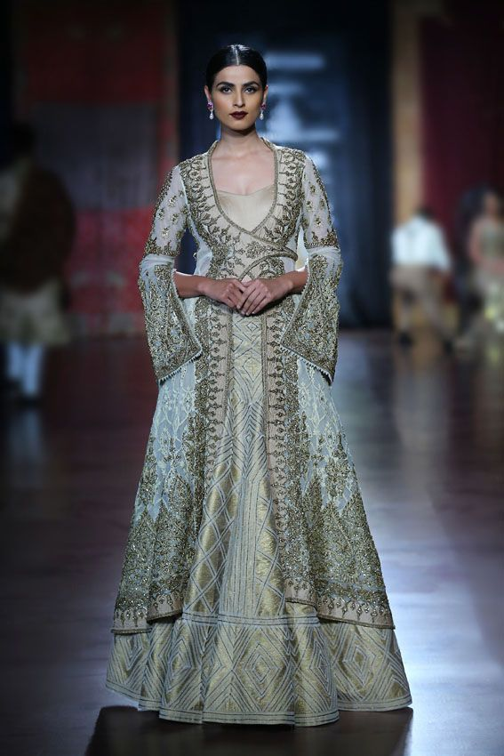 Rimple and Harpreet Narula - Amazon Couture Week 2015 Model - Aditi Mishra #indianfashion