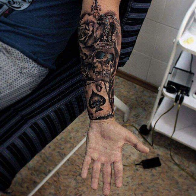 80+ Noble Crown Tattoo-Designs – Gönnen Sie sich wie Royalty