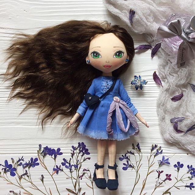 Вот и осень   С праздником всех!!! Время надевать уютные свитера .. но а мы пока ещё в платьишке  . . #кукла #кукларучнойработы #кукланазаказ #интерьернаякукла #текстильнаякукла #авторскаякукла #авторскаяработа #ручнаяработа #doll #handmade #handmadedoll #artdoll #dollstagram #etsy #etsydoll #textiledoll #ragdoll #инстаграмнедели #спб #москва #toys_gallery #wow_dolls #красотка #осень #1сентября #синий #подарокдевушке #длядевушки