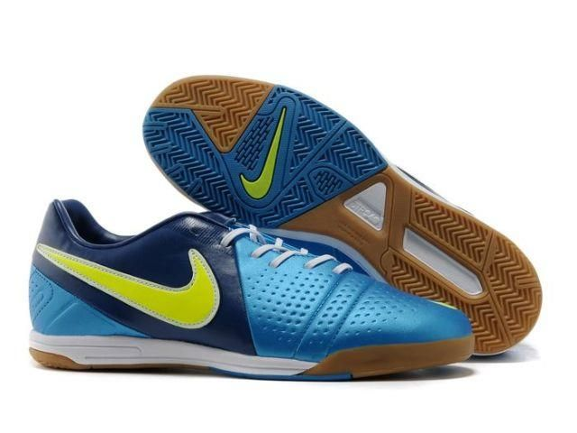 Как называется обувь для игры в мини футбол