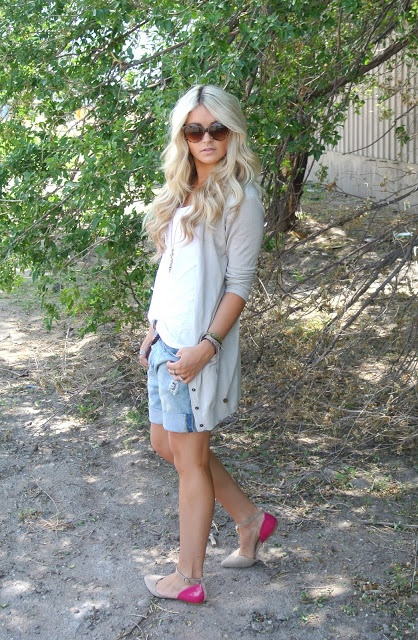CARA LOREN. This woman can make anything look good! I love this outfit.