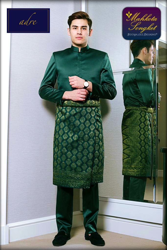 Our Machine-woven Sampin Songket with modern-cutting Baju Melayu exclusively made by adre.my  For online purchase / walk-in appointment :  Whatsapp 014 338 3847 =)  #love #mahkotasongket #alamavenue #shahalam #raya2017 #wedding2017 #sayajual #sampinshahalam #songketselangor #exclusive #sampin #machinemade #royalstyle