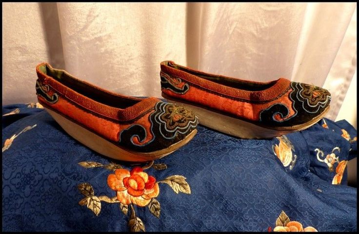 Paire de Souliers Chinois Dynastie Qing 1900 Fils d Or & Broderies anciennes