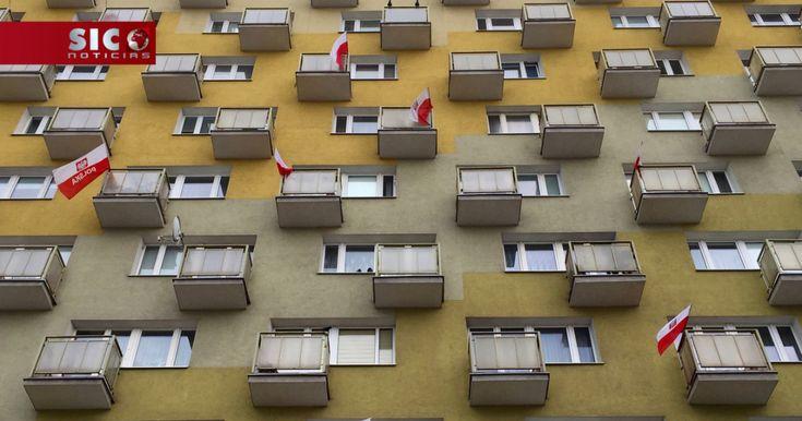 A Polónia pode vir a ser alvo de sanções da União Europeia. Numa iniciativa sem precedentes, Bruxelas vai acionar o artigo sétimo do Tratado da União. O caso prende-se com a reforma do sistema de justiça, a Comissão considera que o aparelho judicial polaco está sob controlo político e que por isso está em causa o próprio estado de direito.... http://sicnoticias.sapo.pt/mundo/2017-12-20-UE-questiona-estado-de-direito-na-Polonia