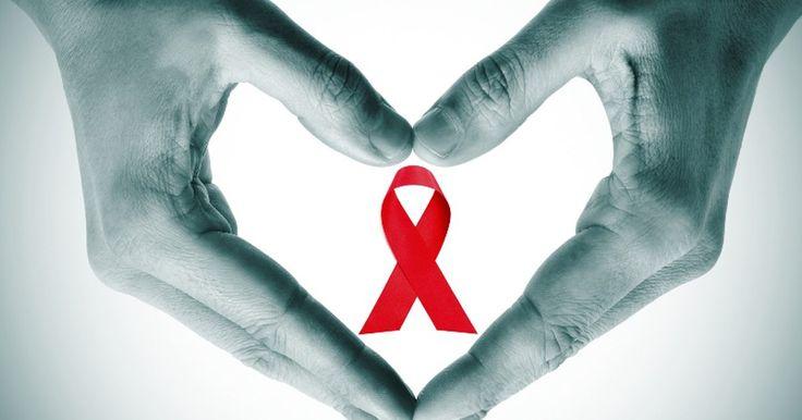 Quais são os sintomas iniciais da infecção do vírus HIV. HIV é a sigla para o vírus da imunodeficiência adquirida, uma doença incurável que com o tempo destrói o sistema imunológico do corpo. É transmitida através do contato sexual ou sangue contaminado, e pode ser detectada através de um exame entre três e seis meses após a infecção. Indivíduos que adquirem o vírus podem perceber os sintomas antes ...
