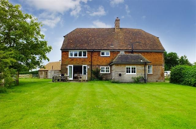 4 Bedroom Cottage in Rye to rent from £1026 pw. With Log fire, TV and DVD.