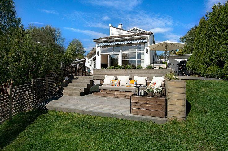 DYI Wood lounge furniture in garden