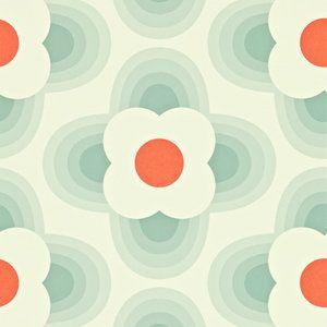 Het nieuwe Harlequin behang Striped Petal biedt behangontwerpen van Orla Kiely. Een grafisch bloemmotief, hier in de kleur blauw met rood. Striped Petal is te bestellen via Luxury By Nature