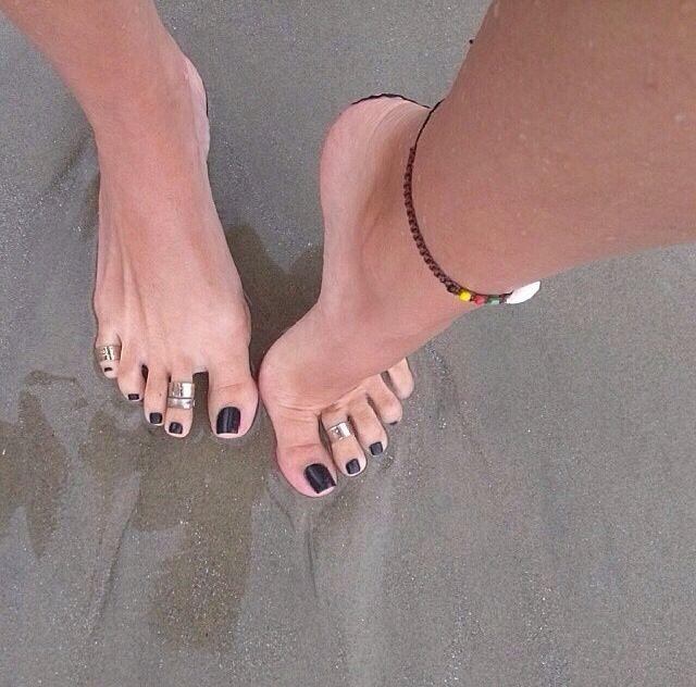 Teen fingers in feet