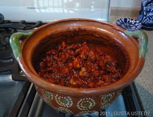 Asado de puerco, así se llama el adobo de cerdo en el Estado de Nuevo León y es un plato típico para la comida de las familias del noreste de México