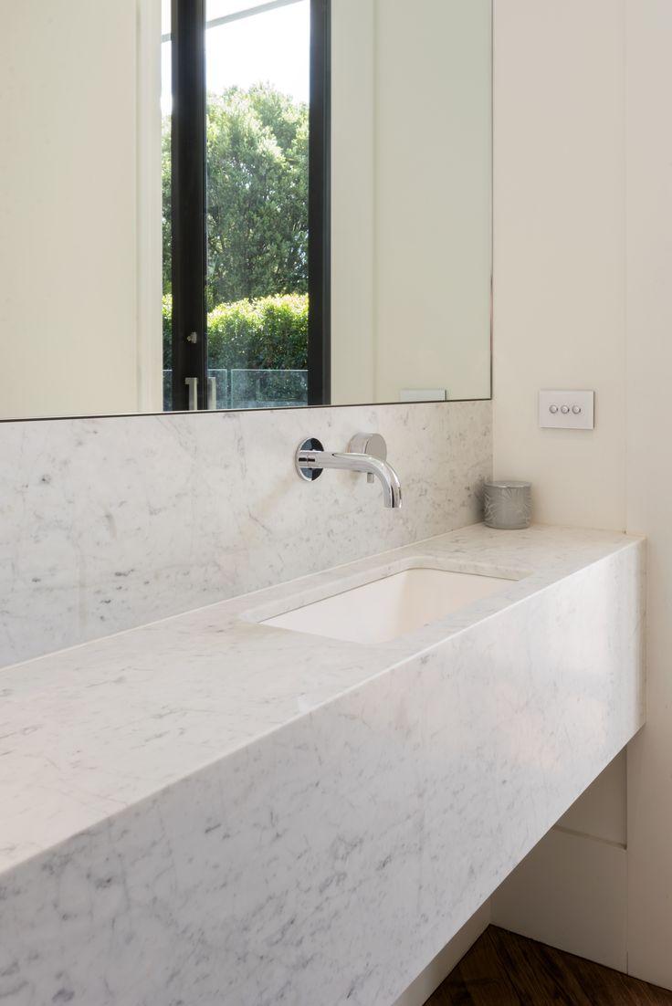 Serene Carrara Marble powder room, beautiful in its simplicity. 📷@rachellewisphotography  #cdkstone #carrara #carraramarble #marble #naturalstone #naturalbeauty #naturesmasterpiece #designinspiration #powderroom
