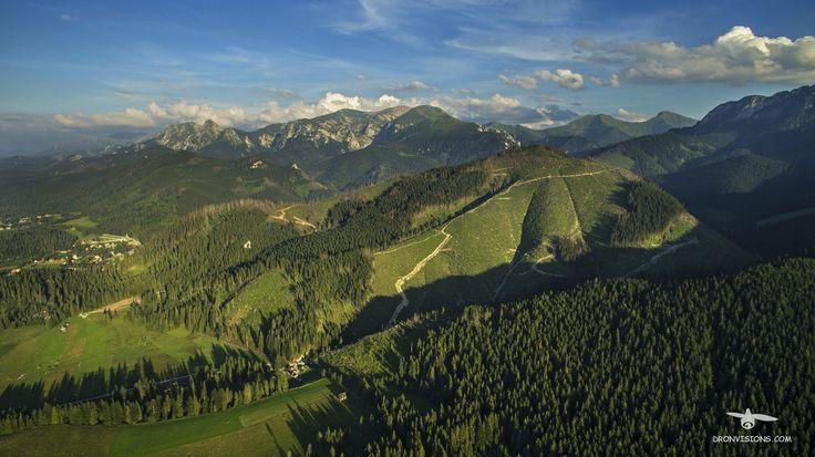 Widok na Tatry z okolicy Doliny Chochołowskiej.