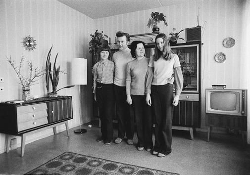 Thomas Hoepker  EAST GERMANY. 1974. Family in their new apartment at Weissenseer Weg.