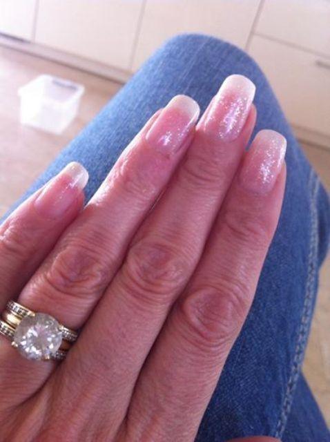 Sabina heeft dankzij de Base Plus lange stevige nagels.  Wil jij ook stevigere nagels die je met gemak langer kan laten groeien? Kies dan de Base Plus en geniet tot wel 4 weken van je gel nagellak. Ga naar; http://tc.tradetracker.net/?c=9740&m=518896&a=172289&r&u Het was even een klus maar wel mooi geworden vind ik zelf: 2x nailtip (grootste klus) daarna 1x base +, 1x french pink, 1x glitter als camouflage, 1x shine #pinkgellac #pinkbeautyclub #gellak #gelnagellak #nagellak